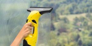 Fenstersauger absaugen
